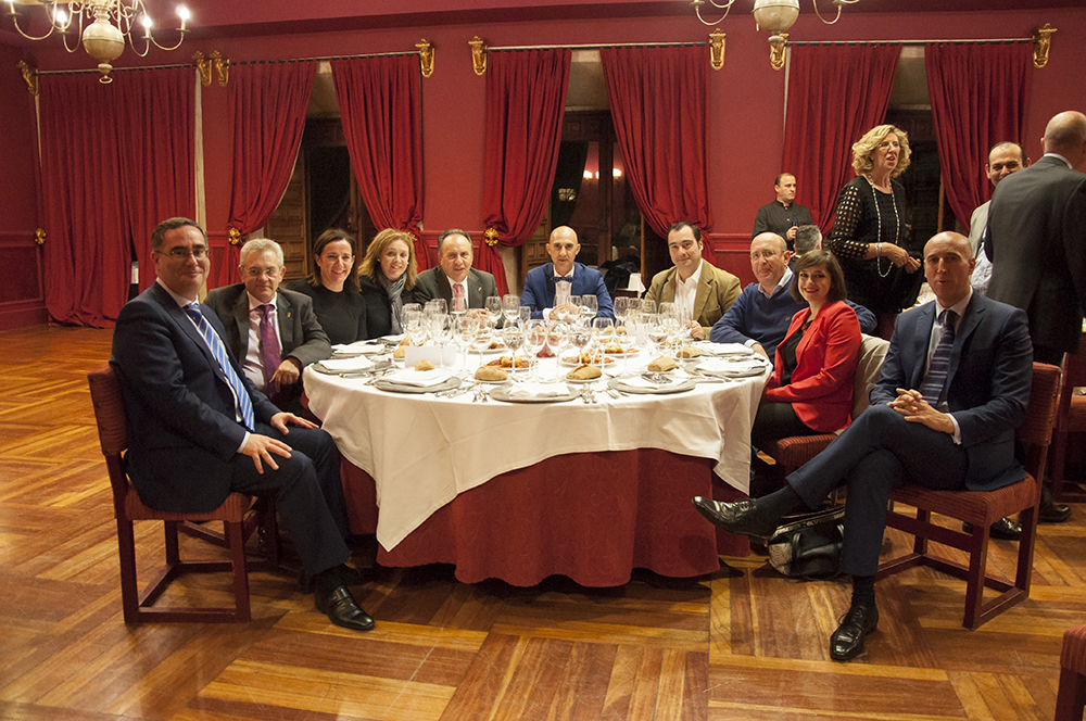 mesa de políticos